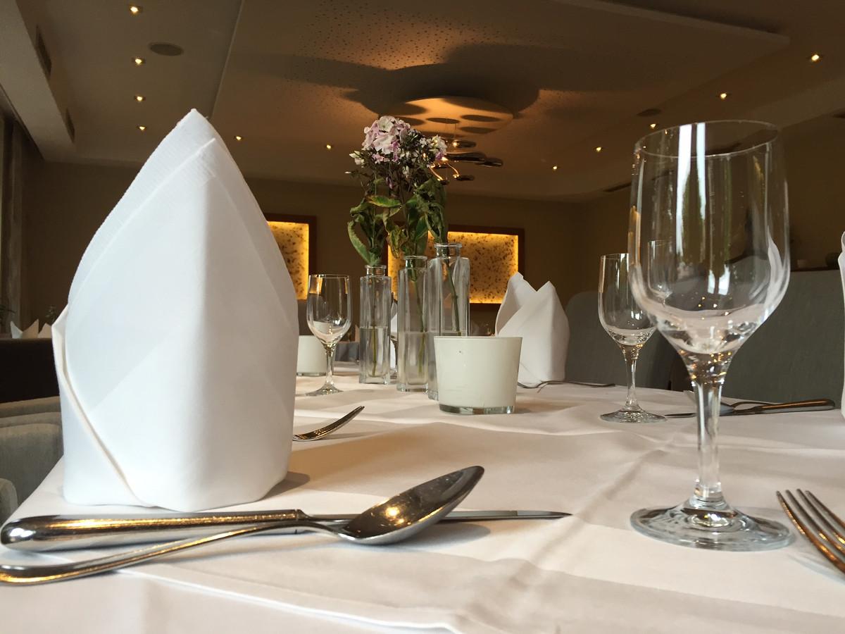 Gedeckter Tisch 1200x900px | Gasthaus Restaurant Nobel Moordeich